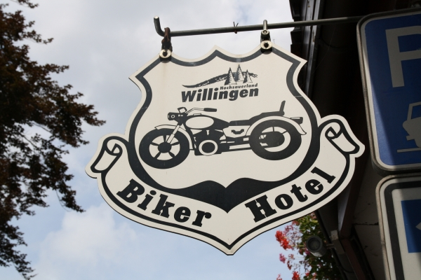 2017-11-06-bikerwirt-walter-bikerhotelAEB51752-77AF-5536-FE44-32918F6740A0.jpg
