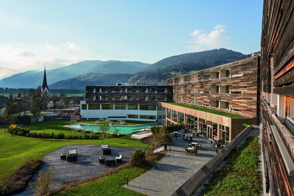 2020-10-troepolach-block-4-4-hotels-27B904F7F-FCE5-84A0-CD6B-20527E81AA02.jpg