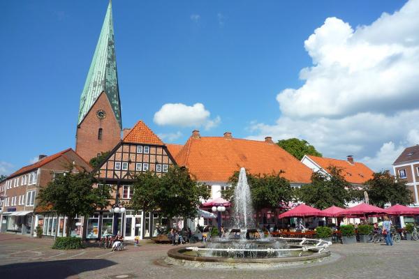 MOTORRADSTRASSEN- Ostsee- Marktplatz von Eutin © Frank Sachau