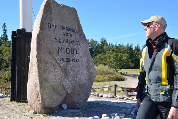 MOTORRADSTRASSEN - Motorradtouren Ostsee - Niobe Denkmal bei Gammendorf auf Fehmarn © Frank Sachau