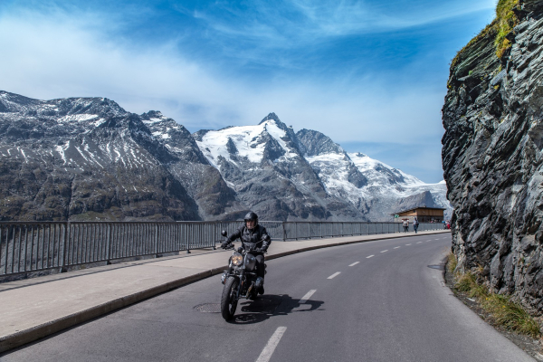 Motorradfahren am Großglockner ©Peter Wahl