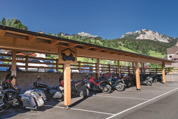 Hotel Condor-Motorradhotel in den Dolomiten®rotwild