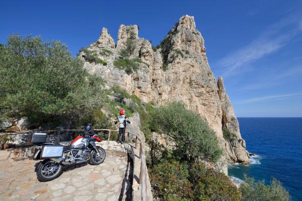 Motorrad fahren - Sardinien - Küstenfelsen bei Baunei © Heinz E. Studt