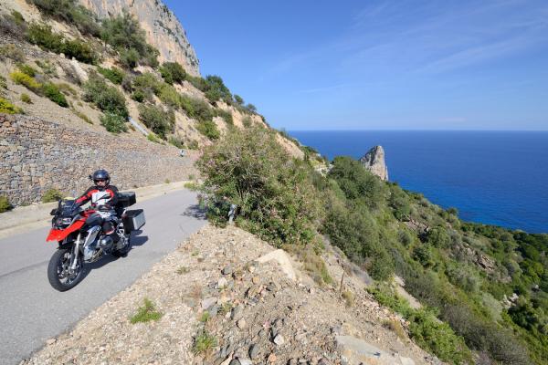 Motorrad fahren - Sardinien - Küstenstraße Baunei © Heinz E. Studt