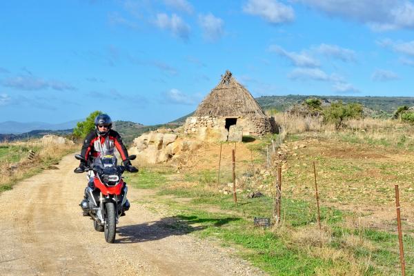 Motorrad fahren - Sardinien - Bergland von Porto di Alghero© Heinz E. Studt