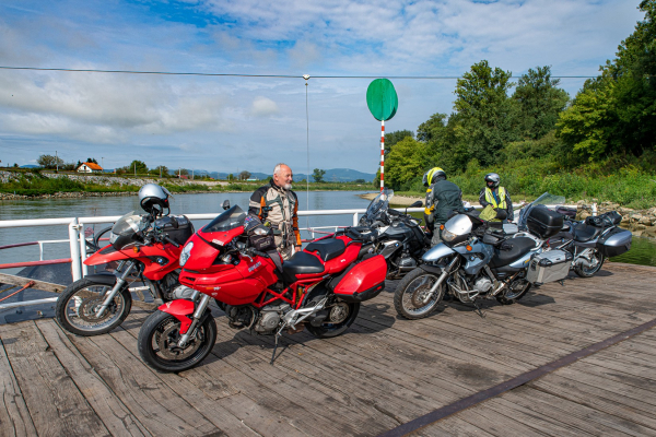 Motorrad fahren - Kroatien - Sava Fähre© Peter Wahl