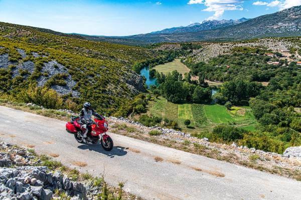 Motorrad fahren - Kroatien -  Wilder Westen Velebit© Peter Wahl