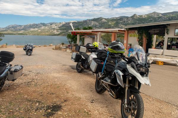 Motorrad fahren - Kroatien - Strandcafé © Peter Wahl