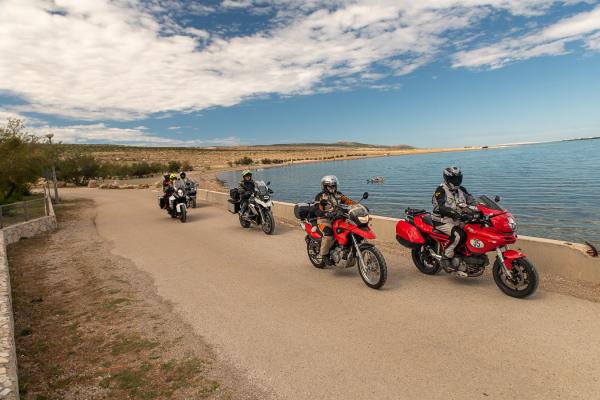 Motorrad fahren - Kroatien -  Zum Strandcafé © Peter Wahl