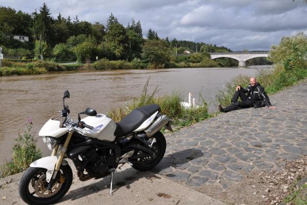 Motorradtour ab Rüdesheim - Rast an der Lahn ©Sabine Welte