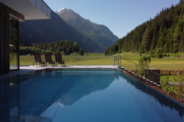 Hotel Weisseespitze - Relaxen am Pool © Weisseespitze